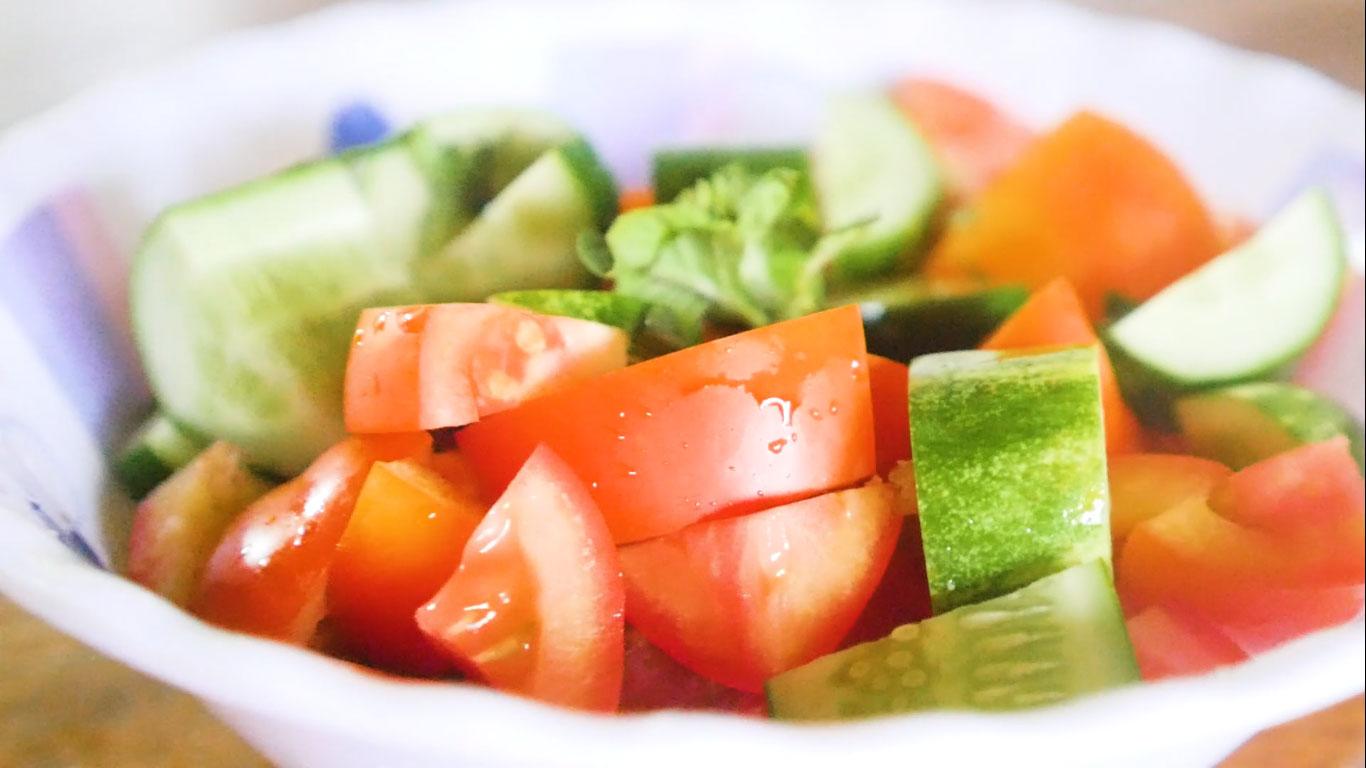 Tomato & Cucumber Salad (2 minutes)
